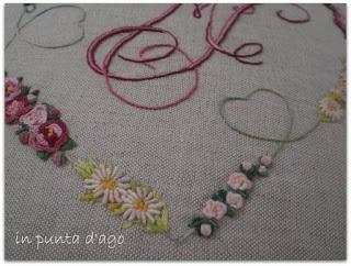http://silviainpuntadago.blogspot.com/2010/03/il-glicine-le-roselline-le-margherite-e.html