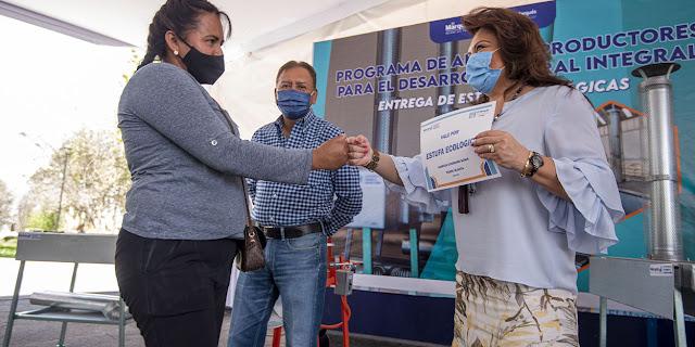 El Marqués de Querétaro entrega 95 estufas ecológicas y 35 molinos de nixtamal
