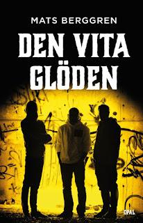 Tre ungdomar på stan. Framsidan på boken Den vita glöden.