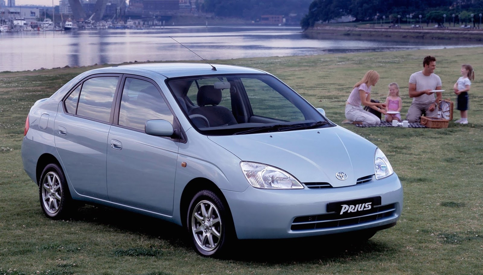 Australian Market Version Prius Shown Here It Has Small Wheels On A Short 100 4 In 2550 Mm Wheelbase Along With Stubby Nose