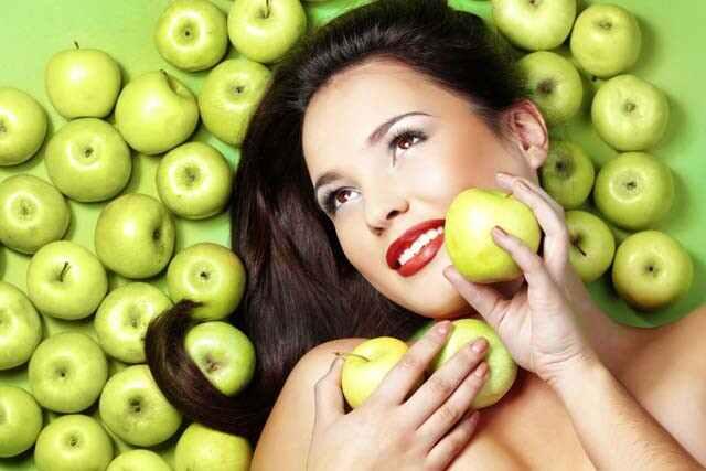 فوائد التفاح الأخضر للشعر