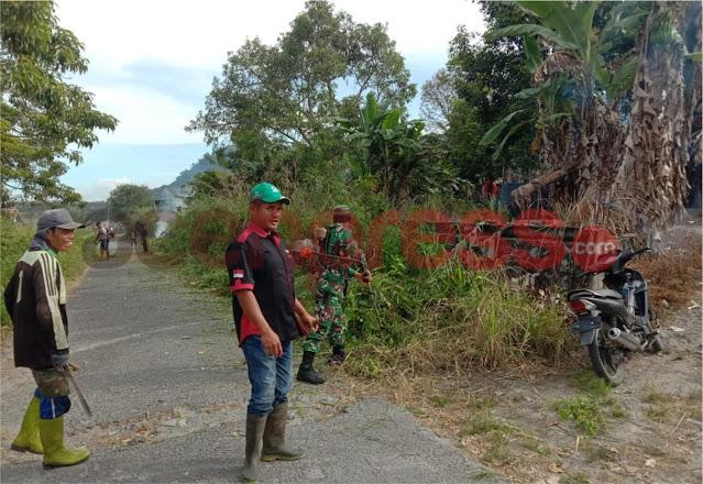 Babinsa Koramil 03 Timang Gajah Bersama Pemuda Ciptakan Lingkungan Berisih, Lakukan Gotong Royong