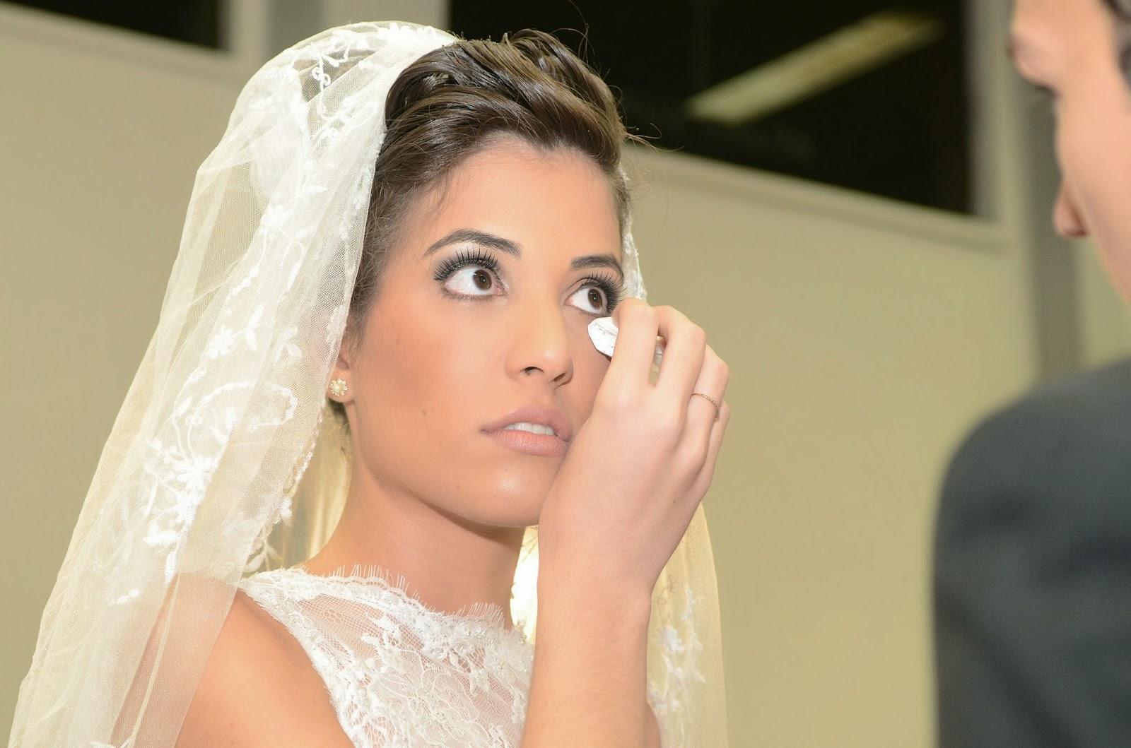 cerimônia - altar - noiva - emoção - noiva emocionada - véu - lágrimas de alegria
