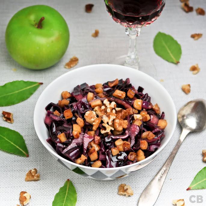 Culinaire rodekoolsalade met gebakken appeltjes, walnoten en een portdressing