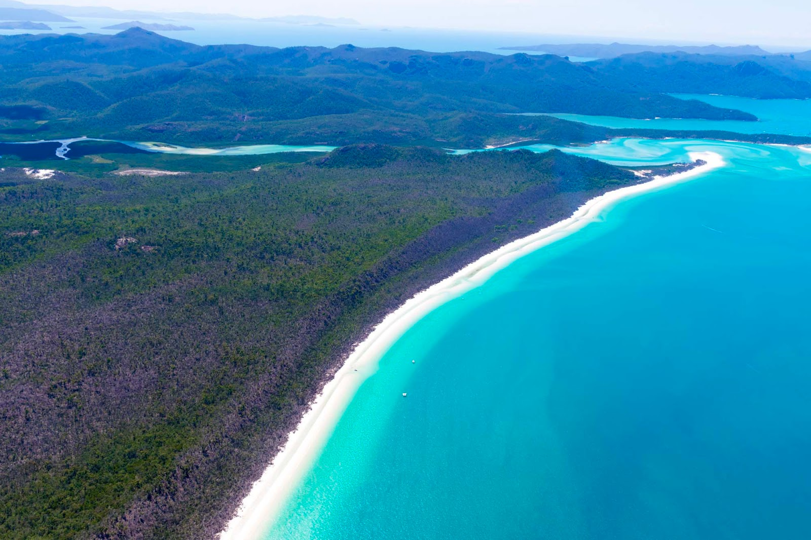 scenic flight over the whitsundays