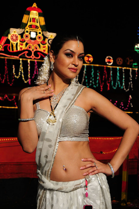 maryam zakaria spicy in love photo gallery