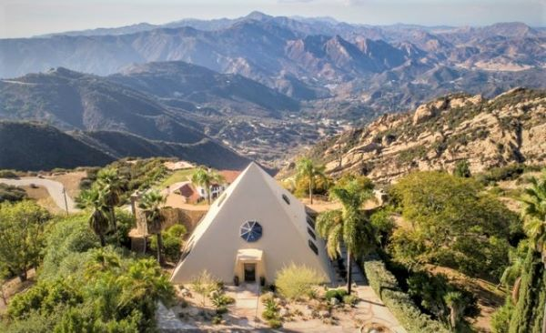 They sell a pyramid in California for $ 2.3 million