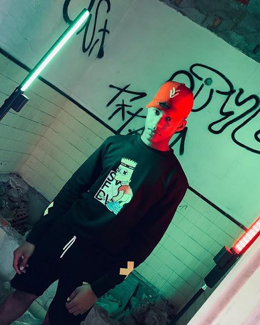 Uami Ndongadas feat. Xuxu Bower - Ker Fofar baixar nova musica descarregar agora 2019