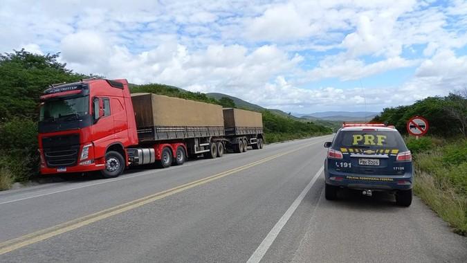 PRF flagra rodotrem circulando sem AET e com mais de 28 toneladas de excesso de peso