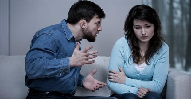 Phát hiện chồng ngoại tình với nhiều cô gái thông qua tin nhắn gạ gẫm