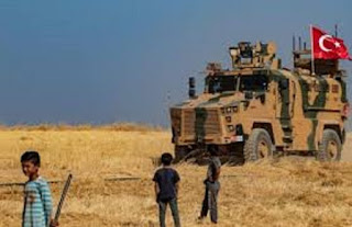 """""""المجلس المحلي للإحتلال التركي في سري كانيه"""" يكشف بالخطأ زيف نقل مدرعات الاحتلال (الأطفال إلى المدارس)"""