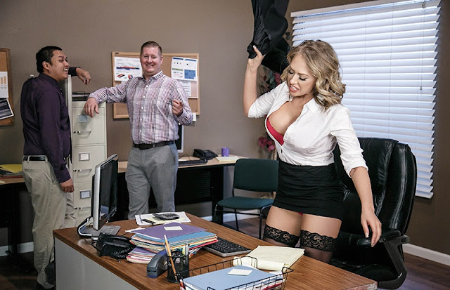 Kagney Linn Karter – Hot, Bothered & Horny