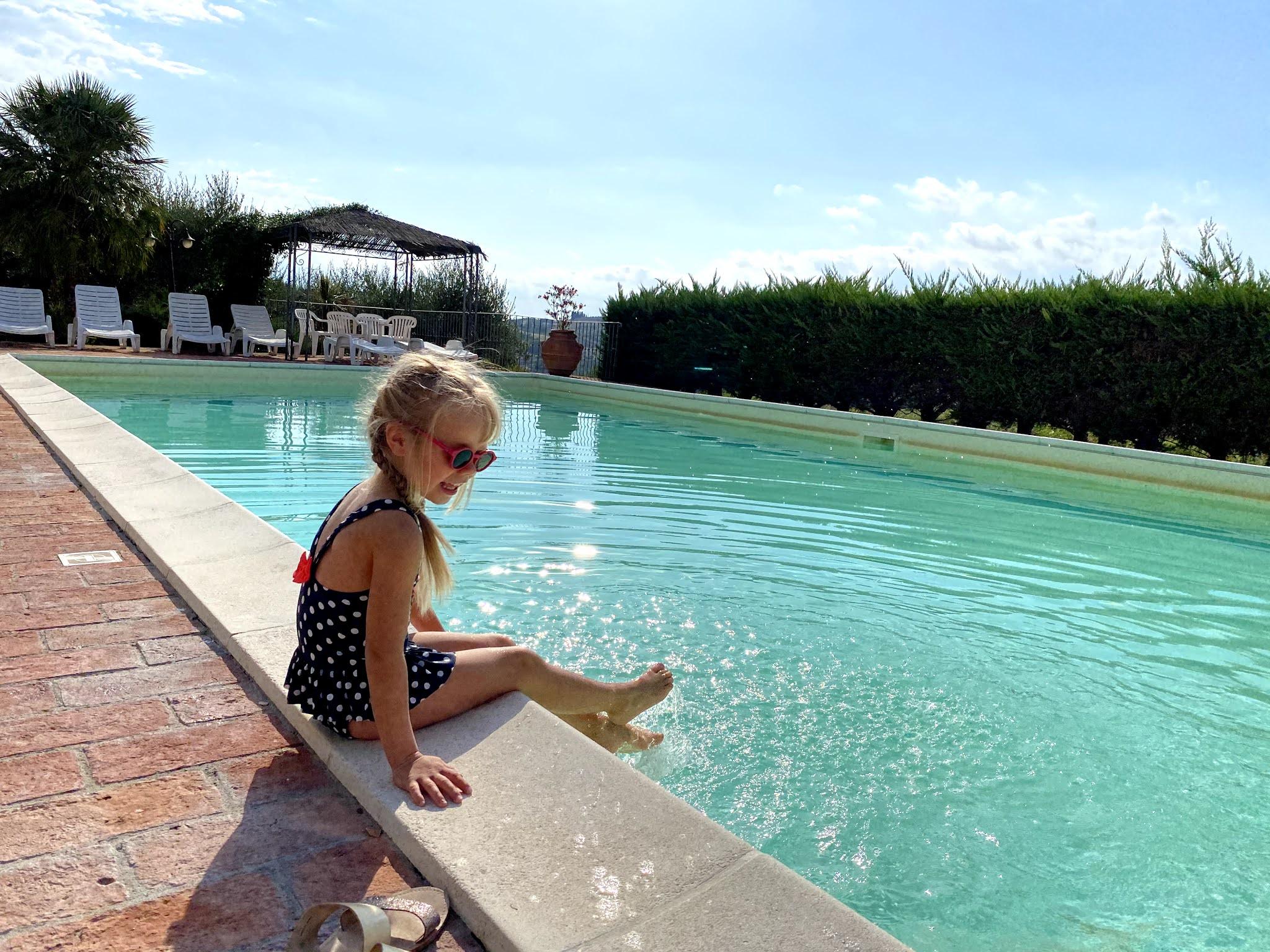 Uima-allas Toscanan loma-asunnolla