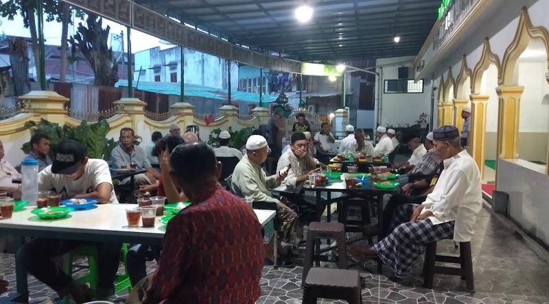 Dibulan Ramadhan, Kurang Lebih 100 Piring Takjil Tersedia di Masjid Raya Syeikh Islam Maulana (Masjid Raya Lama Psp)