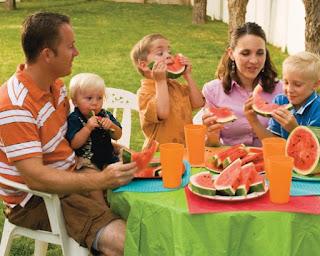 9 Manfaat Makan Bersama Keluarga