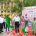 डीएम ने हरी झंडी दिखाकर नगर निगम कार्यालय से  कार्यक्रम का किया शुभारंभ    DM inaugurates program from municipal office