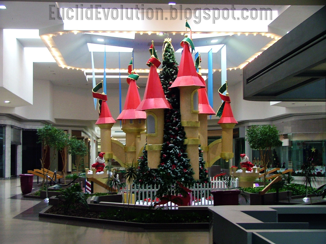 Euclid Square Mall Santa Christmas Castle - Euclid Evolution