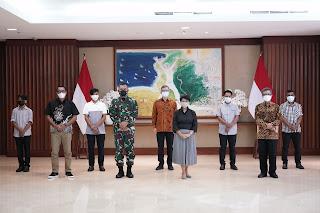 Kementerian Luar Negeri Serah Terimakan Empat ABK Korban Penyanderaan Abu Sayyaf ke Keluarga