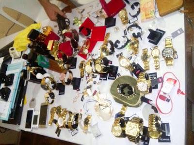 Resultado de imagem para Polícia recupera 86 relógios, 22 perfumes e 18 celulares em Tabira