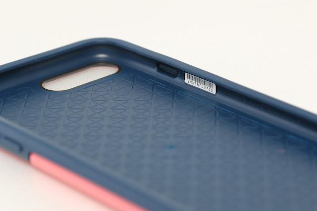 背面內裡有壓紋設計,可以增加結構強度