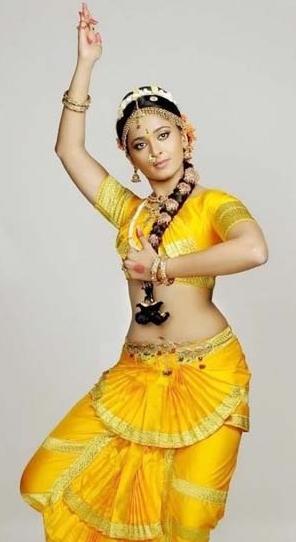 anushka shetty in Bharatnatyam pose