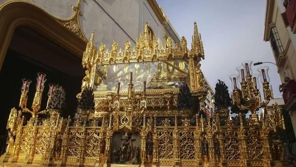 El Rey Juan Carlos cumple 45 años como hermano mayor del Santo Entierro de Sevilla