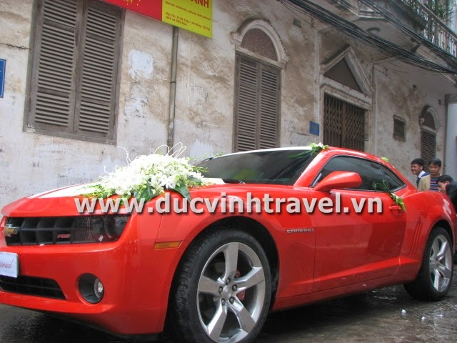 Xe cưới Camaro đỏ nổi bật của cặp đôi du học sinh Mỹ - DUC VINH TRANS 1