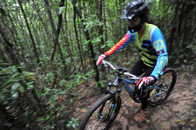 Đua xe địa hình trên cung đường trekking núi Dinh