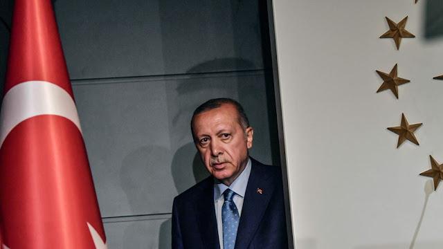 Πέφτει η δημοτικότητα του Ερντογάν