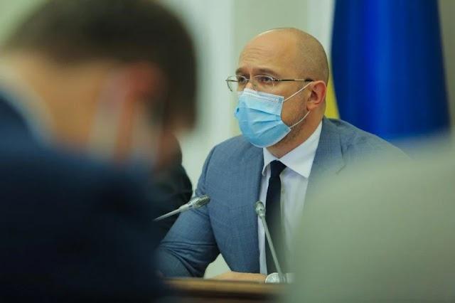 В Україні можуть запровадити карантин на зимові свята, - Шмигаль
