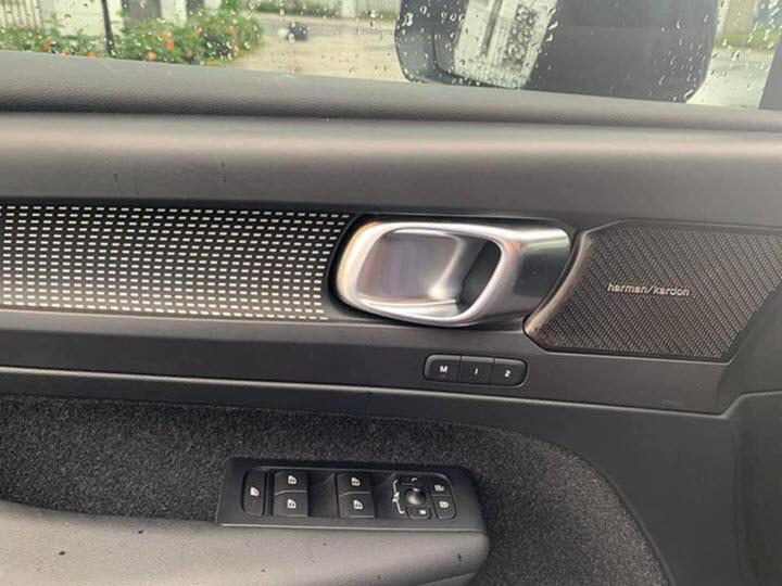 Mới chạy 8.000 km, Volvo XC40 đời 2019 bán lại với giá ngang Mercedes GLA 200