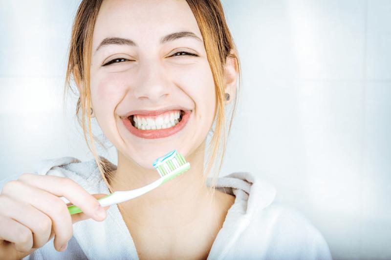 Beyin için diş fırçaladığınız elinizi değiştirin!