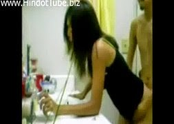 จับแฟนสาวเย็ดท่าหมาเน้นๆคาอ่างล้างหน้าในห้องน้ำ