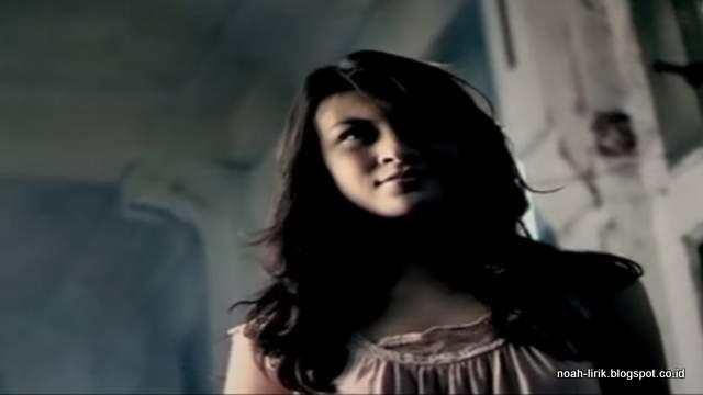 Donita Video Klip Peterpan di Balik Awan