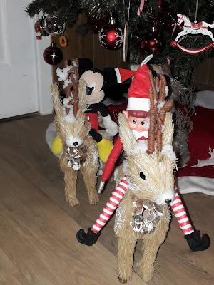noel amour humour famille lutin de noel elf betises maison nuit