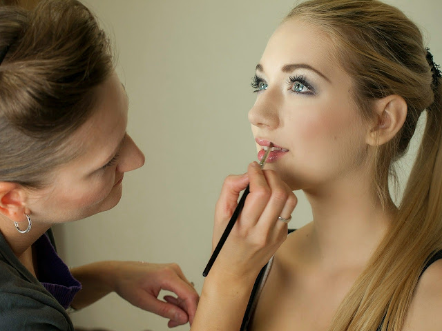 https://pixabay.com/en/makeup-artist-makeup-portrait-487063/