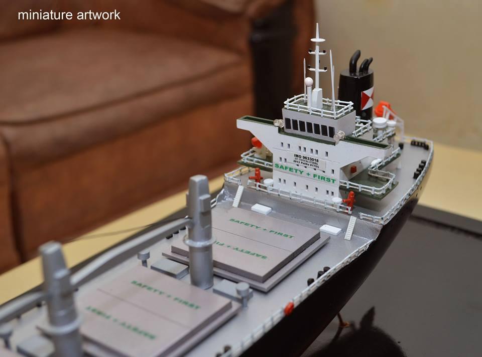 pengrajin pembuat miniatur kapal general cargo bulk carrier mv intan baruna berpengalaman batam riau