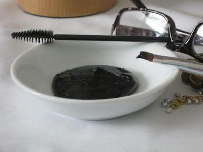 Comment faire sa propre mascara à la maison pour un regard naturel