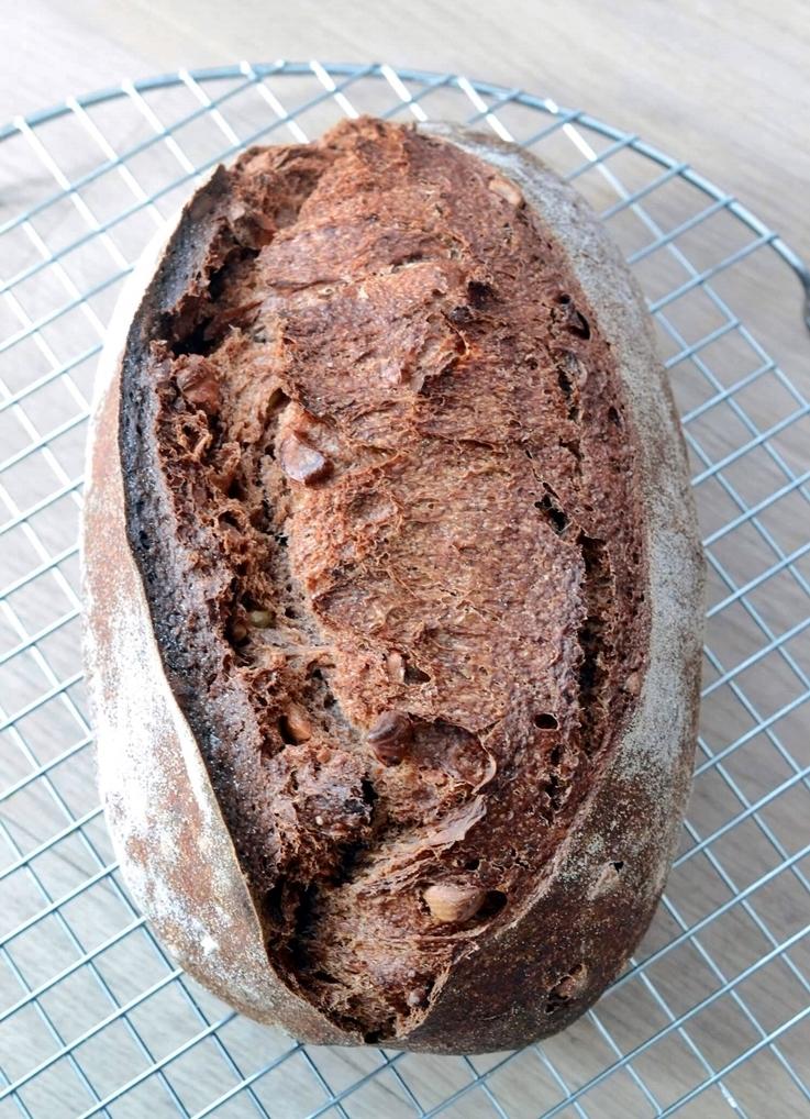 Pan con chocolate, avellanas y naranja confitada