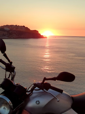 moto sortida sol mar llibertat