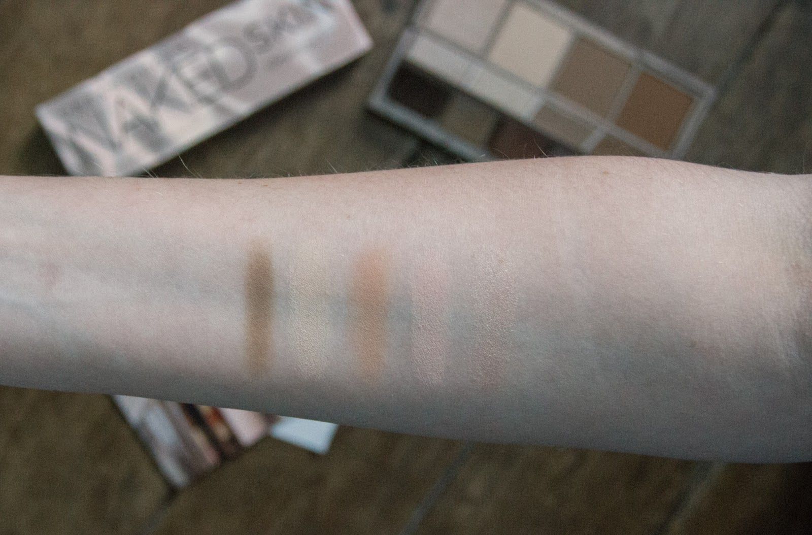 Urban Decay Naked Skin Shapeshifter Contour Palette swatches