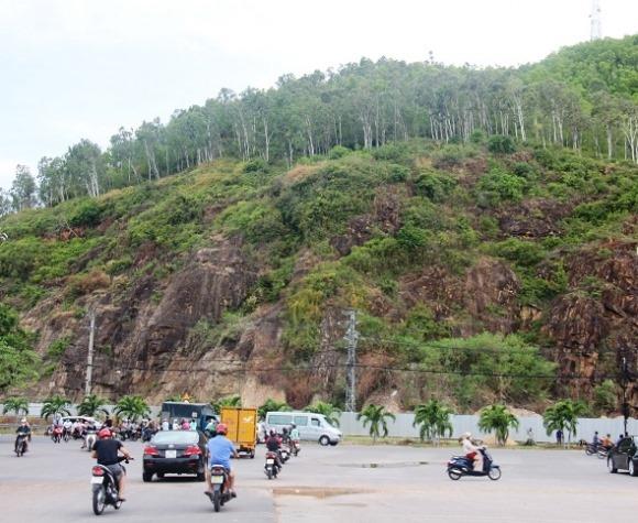 Cựu Bí thư Bình Định nói gì về phù điêu tạc vào vách núi dài 81,5m?