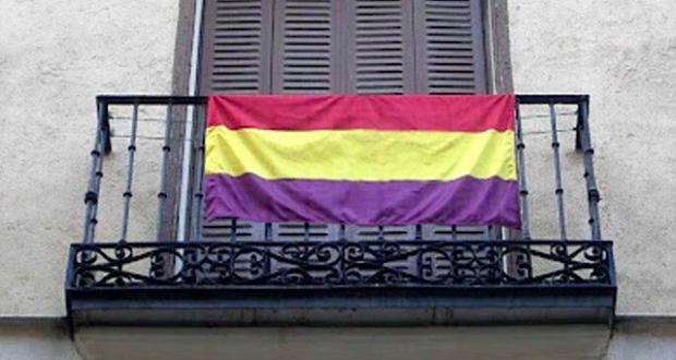 Agreden al músico Javier Cuesta por tener una bandera republicana en su domicilio