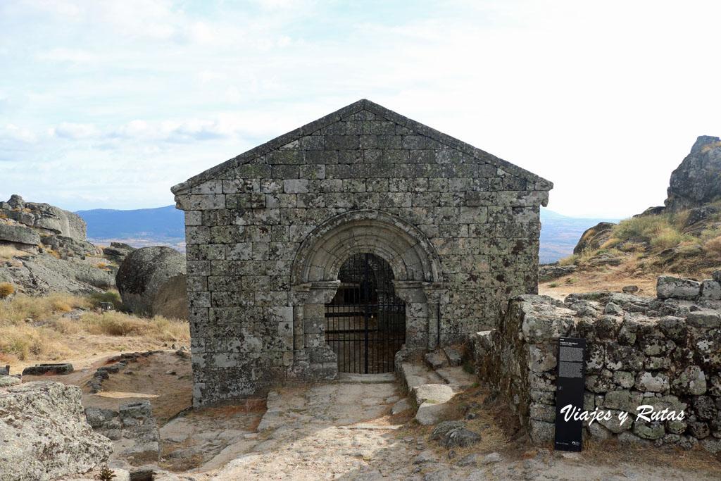 Ruinas de la Iglesia de San Miguel de Monsanto