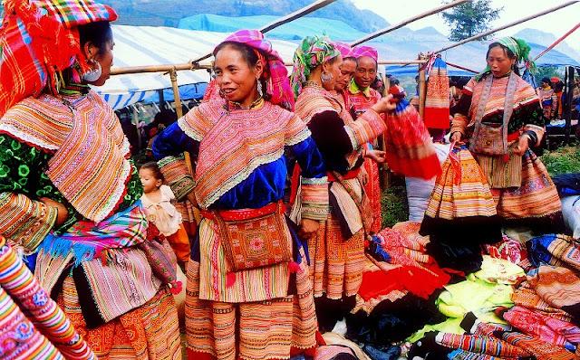 Vietnamese Ethnic Traditional Female Costumes 4