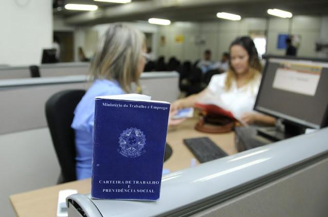 Resultado de imagem para Governo decide autorizar saque do FGTS para pagamento de dívidas