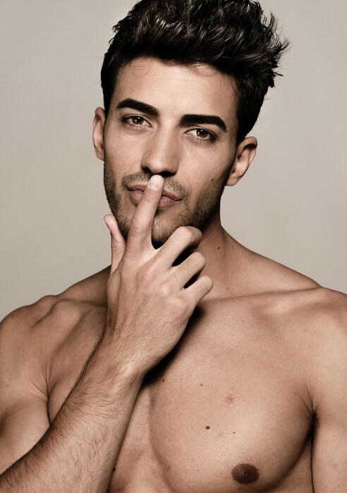 5. Male Poses Shoulder Photo Shoot