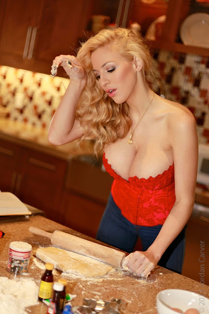 sexy-Jordan-Carver-Christmas-Cookies-hot-photo-shoot-hd-photo-29
