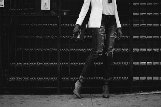 WHITE x DENIM II | DRESSING UP DISTRESSED JEANS