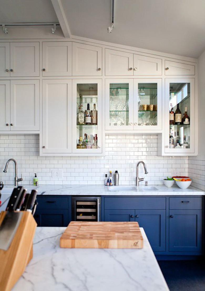 Granatowa kuchnia. Architekt na szpilkach